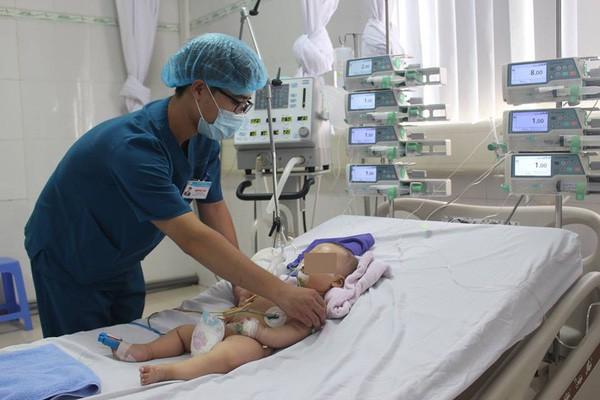 Sự thật về căn bệnh khiến trẻ bỗng dưng nứt hộp sọ từ trước ra sau - Ảnh 2.
