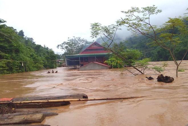 Nghệ An: Đập thủy điện xả lũ do mực nước cao lịch sử, cầu Bản Vẽ dài hơn 90m bị cuốn phăng - Ảnh 4.