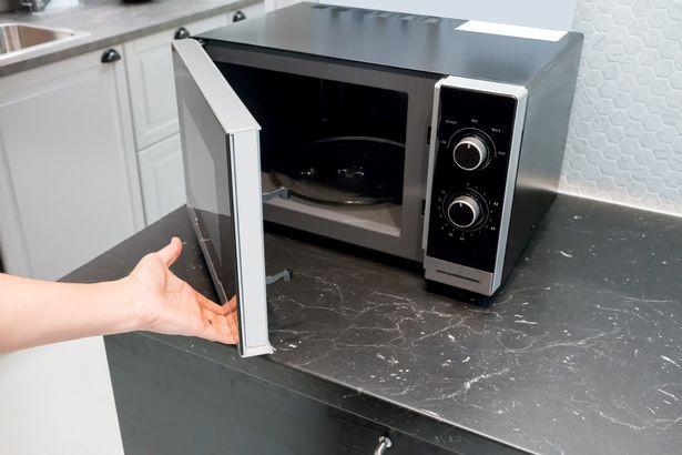 Lười vệ sinh 4 vật dụng này trong nhà bếp chính là chúng ta đang tự giết gia đình mình - Ảnh 1.