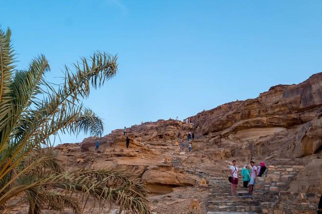 Chiêm ngưỡng vẻ choáng ngợp của sa mạc từng xuất hiện trong các cảnh phim Star Wars và The Martian - Ảnh 1.