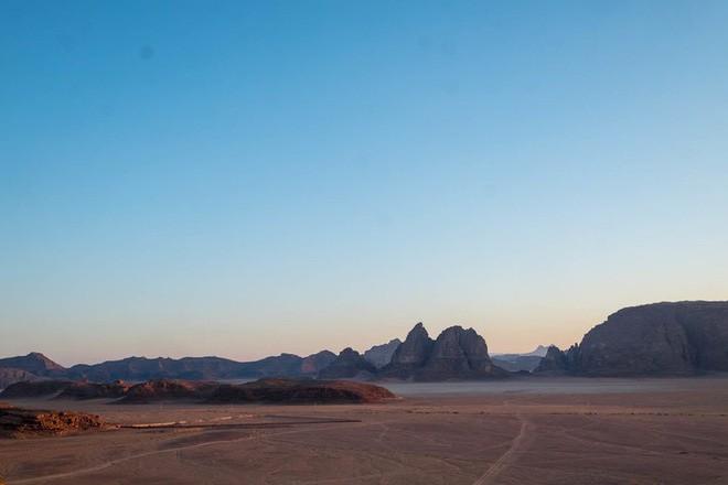 Chiêm ngưỡng vẻ choáng ngợp của sa mạc từng xuất hiện trong các cảnh phim Star Wars và The Martian - Ảnh 2.