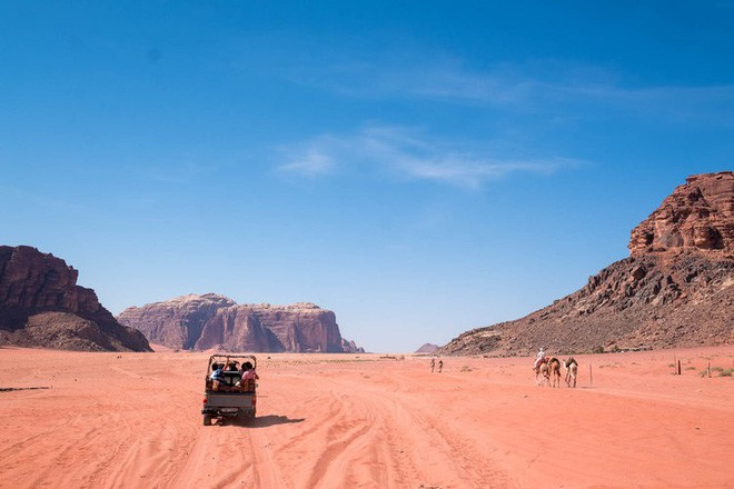 Chiêm ngưỡng vẻ choáng ngợp của sa mạc từng xuất hiện trong các cảnh phim Star Wars và The Martian - Ảnh 13.
