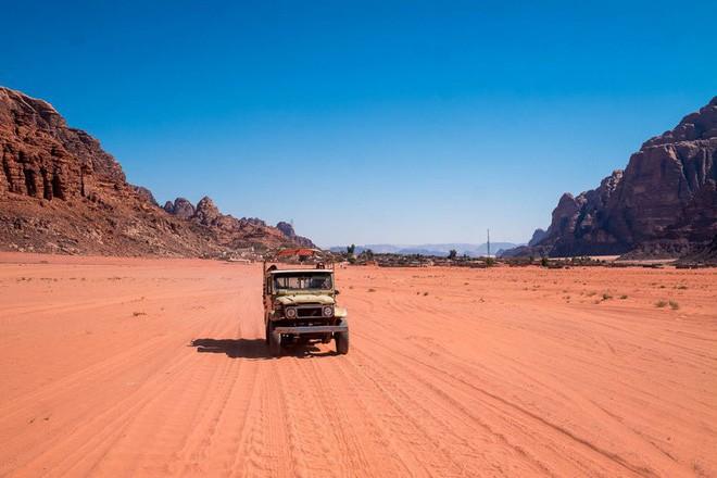 Chiêm ngưỡng vẻ choáng ngợp của sa mạc từng xuất hiện trong các cảnh phim Star Wars và The Martian - Ảnh 15.