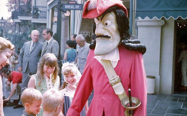 Những hình ảnh chứng minh ngày xưa Disneyland là chỗ để hù dọa trẻ con khóc thét chứ chẳng phải chốn thần tiên hạnh phúc gì - Ảnh 18.
