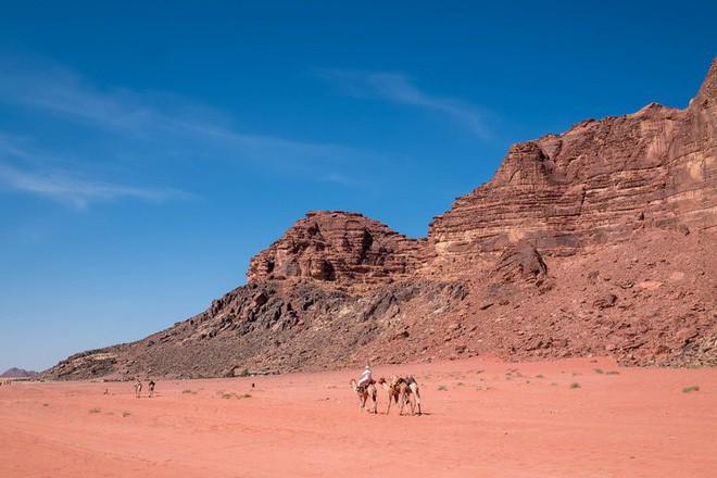 Chiêm ngưỡng vẻ choáng ngợp của sa mạc từng xuất hiện trong các cảnh phim Star Wars và The Martian - Ảnh 17.