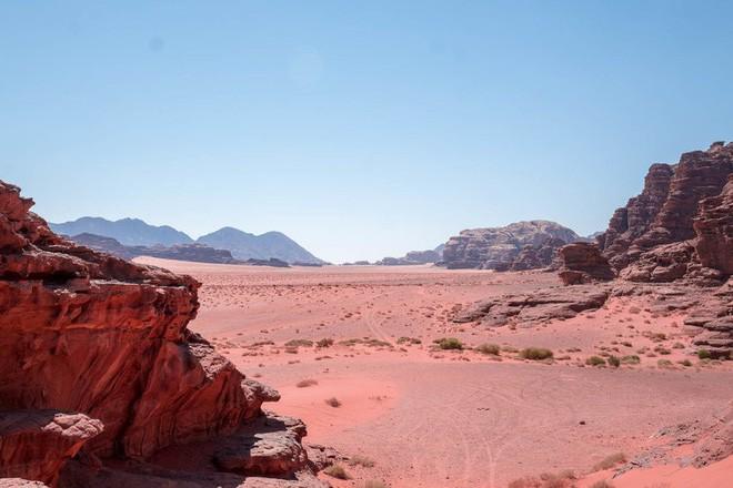 Chiêm ngưỡng vẻ choáng ngợp của sa mạc từng xuất hiện trong các cảnh phim Star Wars và The Martian - Ảnh 18.