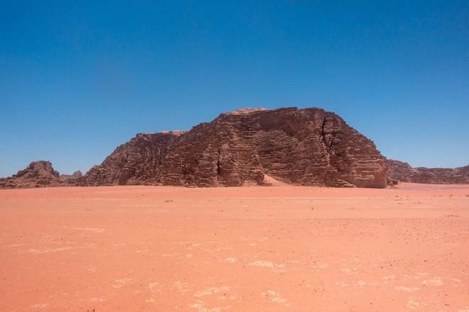 Chiêm ngưỡng vẻ choáng ngợp của sa mạc từng xuất hiện trong các cảnh phim Star Wars và The Martian - Ảnh 19.