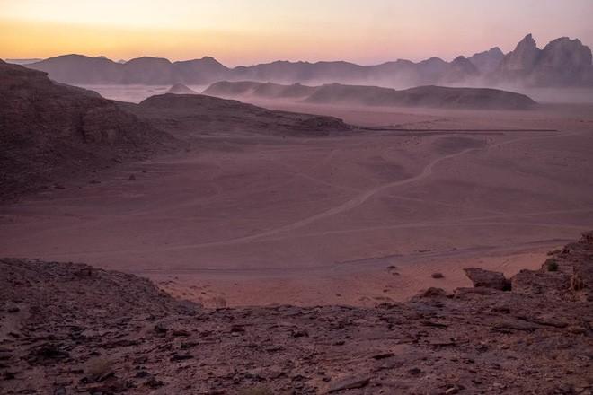 Chiêm ngưỡng vẻ choáng ngợp của sa mạc từng xuất hiện trong các cảnh phim Star Wars và The Martian - Ảnh 3.