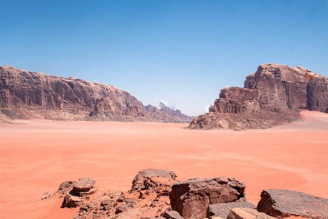 Chiêm ngưỡng vẻ choáng ngợp của sa mạc từng xuất hiện trong các cảnh phim Star Wars và The Martian - Ảnh 22.