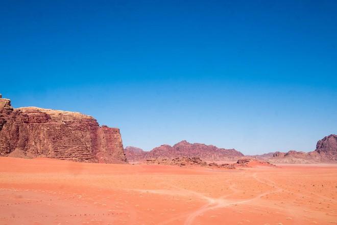 Chiêm ngưỡng vẻ choáng ngợp của sa mạc từng xuất hiện trong các cảnh phim Star Wars và The Martian - Ảnh 23.