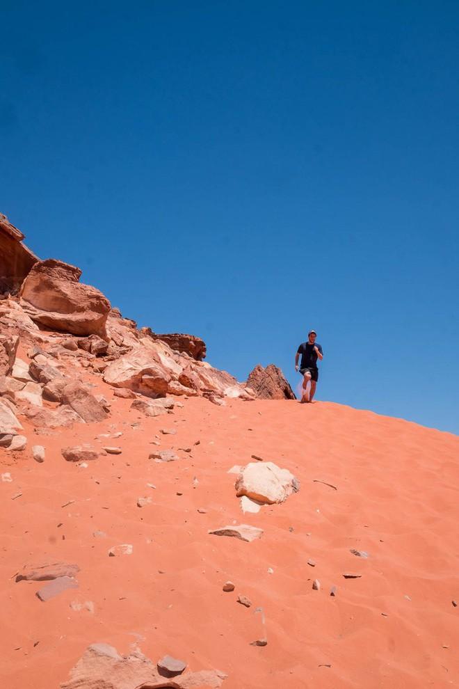 Chiêm ngưỡng vẻ choáng ngợp của sa mạc từng xuất hiện trong các cảnh phim Star Wars và The Martian - Ảnh 26.