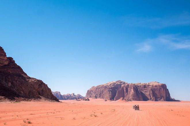 Chiêm ngưỡng vẻ choáng ngợp của sa mạc từng xuất hiện trong các cảnh phim Star Wars và The Martian - Ảnh 27.