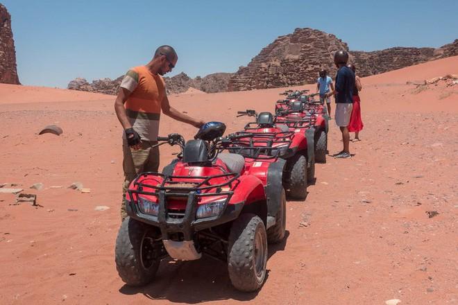 Chiêm ngưỡng vẻ choáng ngợp của sa mạc từng xuất hiện trong các cảnh phim Star Wars và The Martian - Ảnh 28.