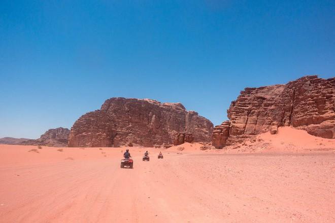 Chiêm ngưỡng vẻ choáng ngợp của sa mạc từng xuất hiện trong các cảnh phim Star Wars và The Martian - Ảnh 29.
