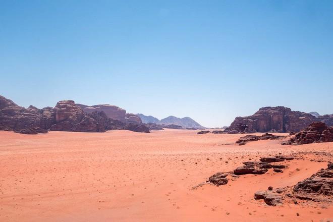 Chiêm ngưỡng vẻ choáng ngợp của sa mạc từng xuất hiện trong các cảnh phim Star Wars và The Martian - Ảnh 31.