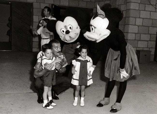 Những hình ảnh chứng minh ngày xưa Disneyland là chỗ để hù dọa trẻ con khóc thét chứ chẳng phải chốn thần tiên hạnh phúc gì - Ảnh 7.