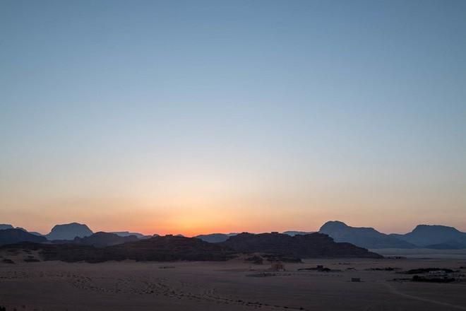 Chiêm ngưỡng vẻ choáng ngợp của sa mạc từng xuất hiện trong các cảnh phim Star Wars và The Martian - Ảnh 8.