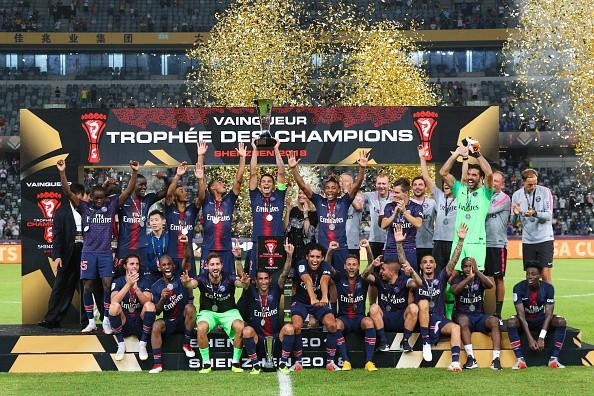 Hủy diệt Monaco trong trận Siêu cúp Pháp, Neymar cùng đồng đội đột kích phòng họp báo và tưới bia lên đầu HLV Tuchel - Ảnh 2.