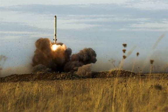 """Iskander-M - """"sát thủ diệt hạm"""" mới của Quân đội Nga - Ảnh 1."""