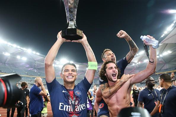 Hủy diệt Monaco trong trận Siêu cúp Pháp, Neymar cùng đồng đội đột kích phòng họp báo và tưới bia lên đầu HLV Tuchel - Ảnh 4.