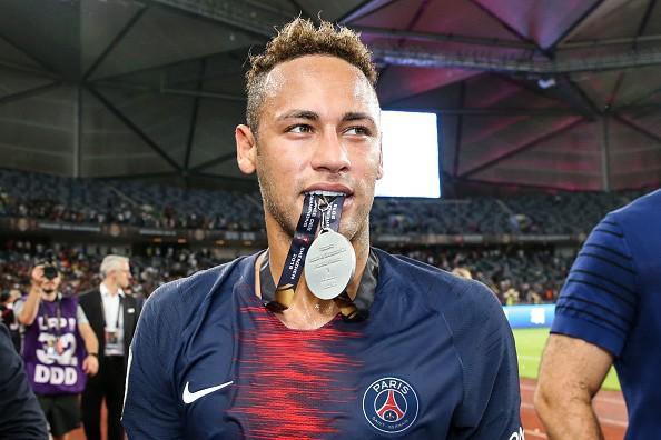 Hủy diệt Monaco trong trận Siêu cúp Pháp, Neymar cùng đồng đội đột kích phòng họp báo và tưới bia lên đầu HLV Tuchel - Ảnh 5.
