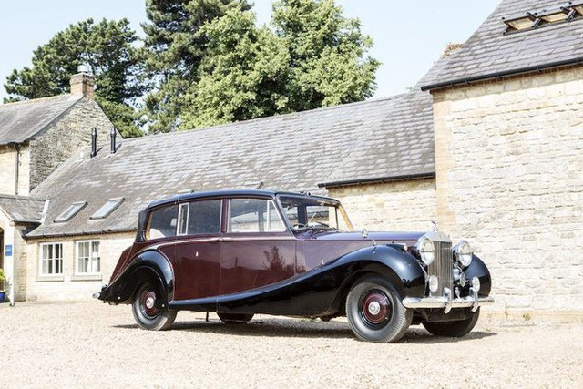 Hoàng gia Anh rao phân phối bộ sưu tập siêu xe hãng Rolls-Royce đắt giá - Ảnh 1.