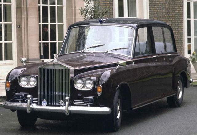 Hoàng gia Anh rao phân phối bộ sưu tập siêu xe hãng Rolls-Royce đắt giá - Ảnh 4.