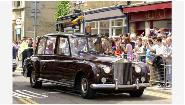 Hoàng gia Anh rao phân phối bộ sưu tập siêu xe hãng Rolls-Royce đắt giá - Ảnh 8.