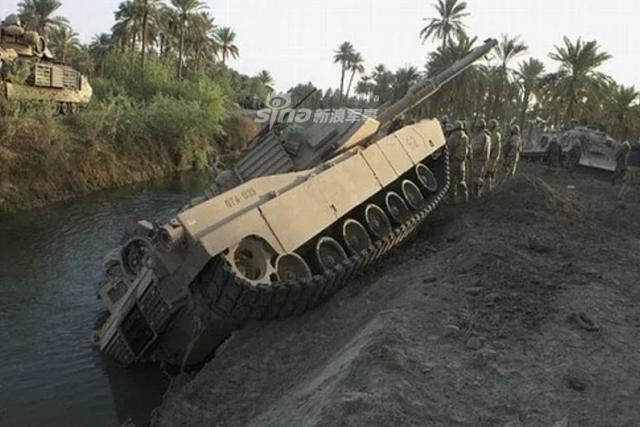 [ẢNH] Những sự cố hy hữu xảy ra với xe tăng chiến đấu chủ lực - Ảnh 1.