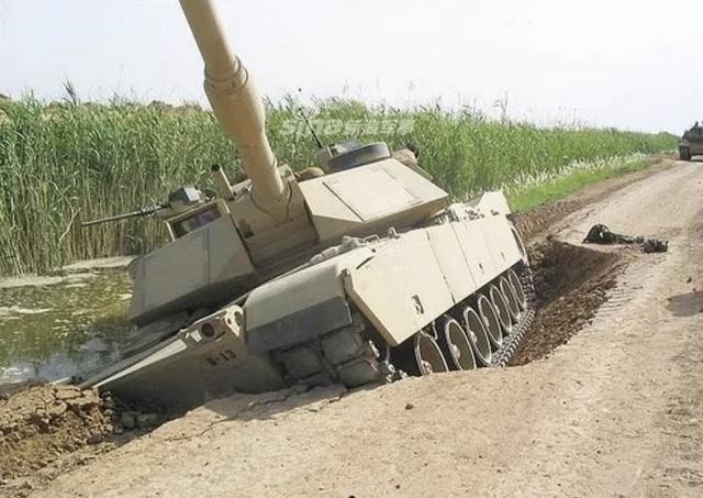 [ẢNH] Những sự cố hy hữu xảy ra với xe tăng chiến đấu chủ lực - Ảnh 2.