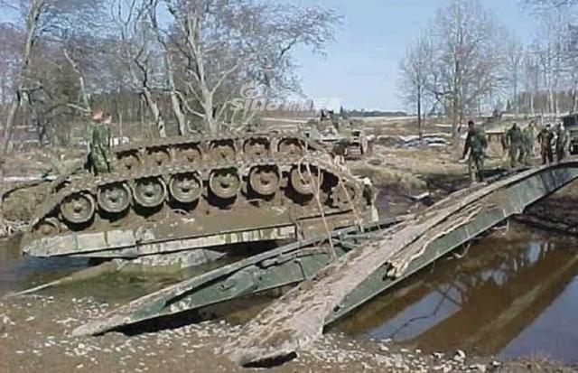[ẢNH] Những sự cố hy hữu xảy ra với xe tăng chiến đấu chủ lực - Ảnh 3.