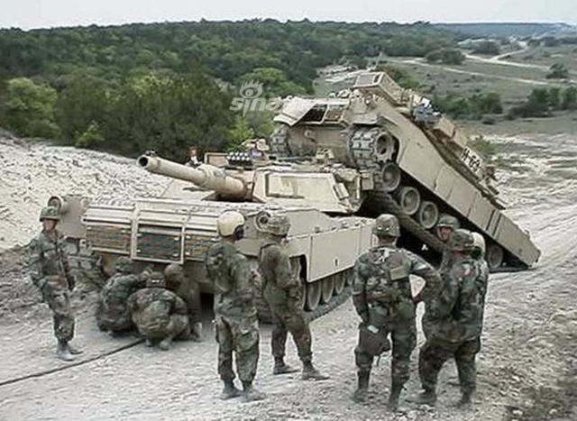 [ẢNH] Những sự cố hy hữu xảy ra với xe tăng chiến đấu chủ lực - Ảnh 9.