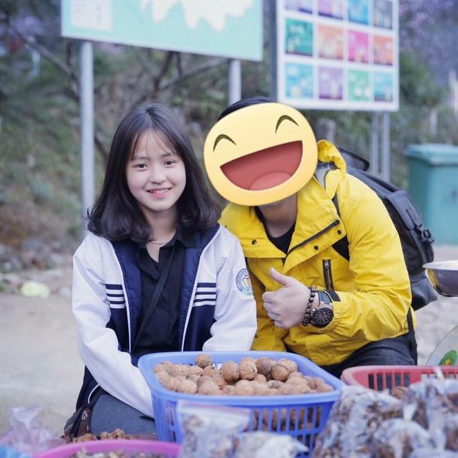 Bán hoa quả ở Hà Giang, cô gái 15 tuổi khiến chàng trai đòi làm rể, dân mạng nhận ra người quen cũ - Ảnh 2.