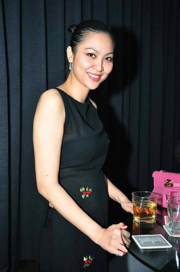 Cuộc sống bí ẩn của Hoa hậu Việt Nam năm 2000 sau biến cố gia đình - Ảnh 6.