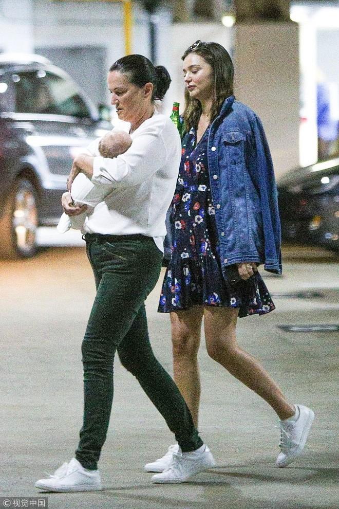 """Khoe nhan sắc và vóc dáng """"đẹp từng milimet"""", ai tin Miranda Kerr chỉ vừa mới sinh con được 3 tháng? - Ảnh 10."""