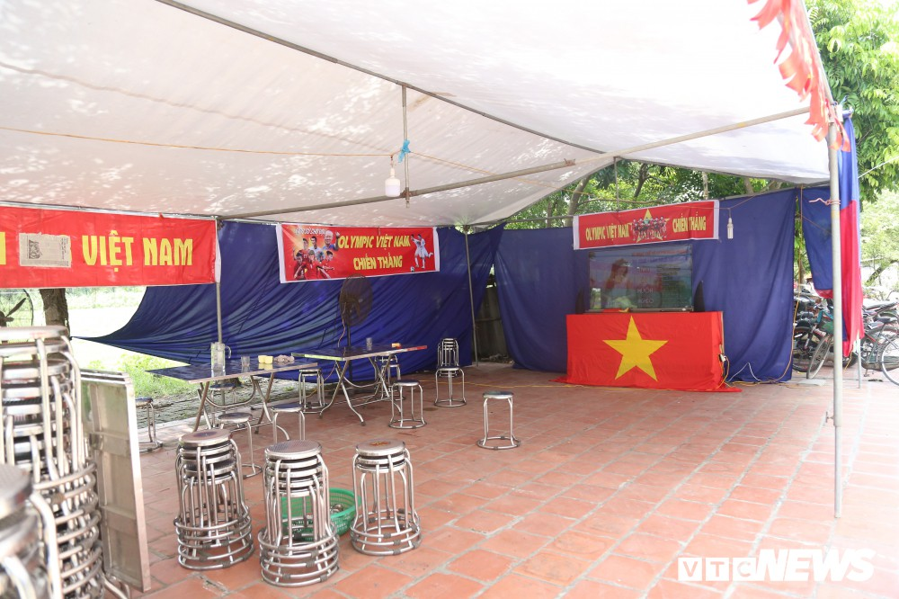 Gia đình Quang Hải dựng rạp, mở tiệc đón người hâm mộ