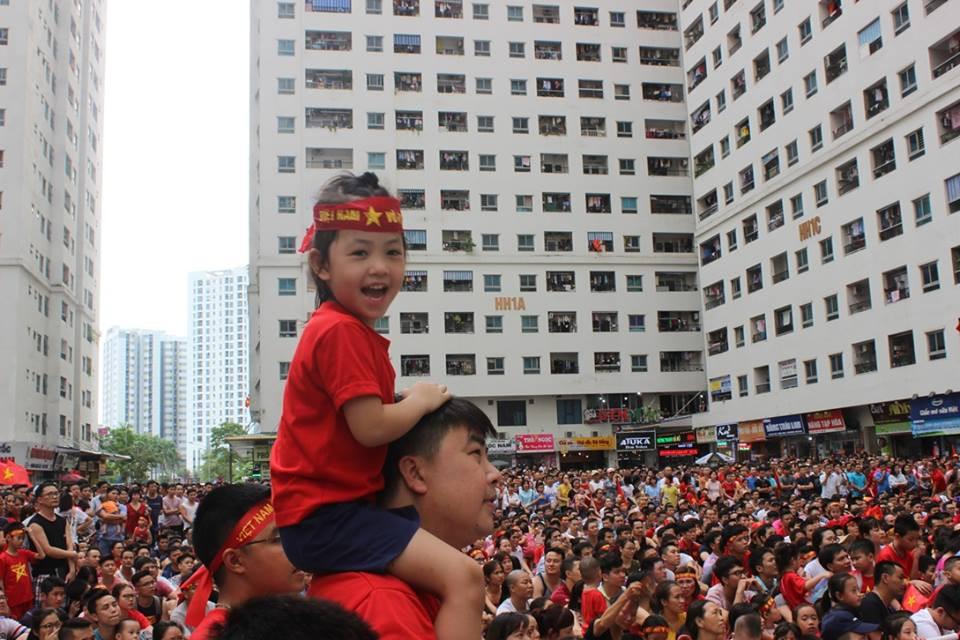 Mong Olympic Việt Nam giành chiến thắng 'đổi phong thuỷ' đặt lại màn hình LED