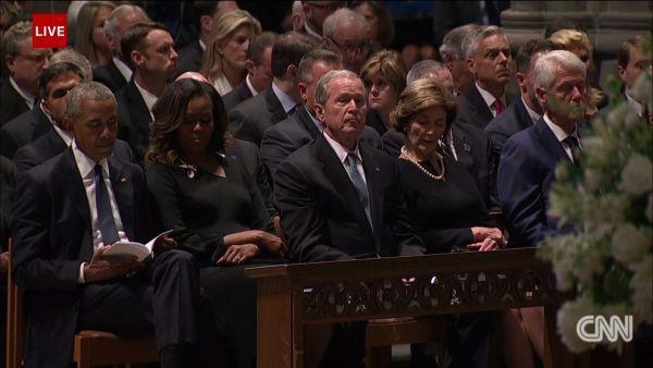 Con gái TNS John McCain ngầm chỉ trích ông Trump trong điếu văn tang cha - Ảnh 3.