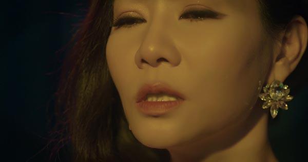 Thu Minh khóc khi hát ca khúc ballad mới - Ảnh 4.