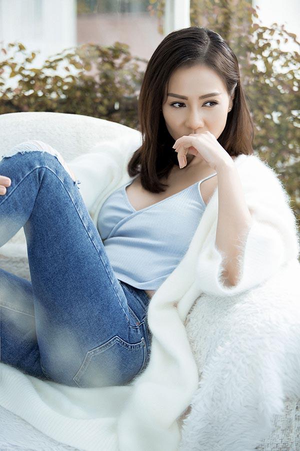 Thu Minh khóc khi hát ca khúc ballad mới - Ảnh 1.