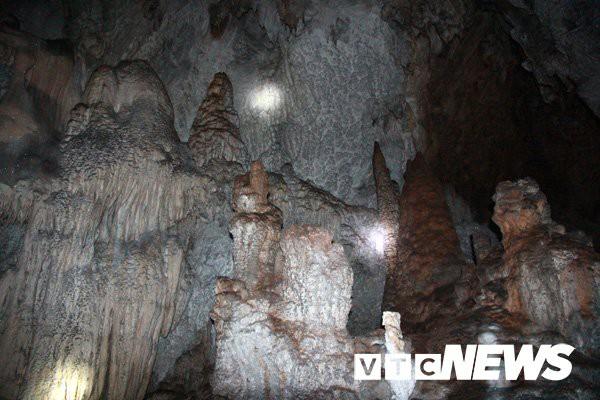 Cảnh đẹp mê hồn trong động rắn khổng lồ, dài 50km xuyên từ Sơn La sang Thanh Hóa (Kỳ 4 - kỳ cuối) - Ảnh 10.
