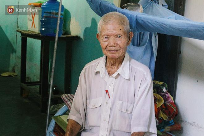 Câu chuyện đáng thương phía sau bức ảnh cụ ông ở Đà Nẵng cứ 20 giờ là tới siêu thị mua cơm thanh lý 10.000 đồng - Ảnh 2.