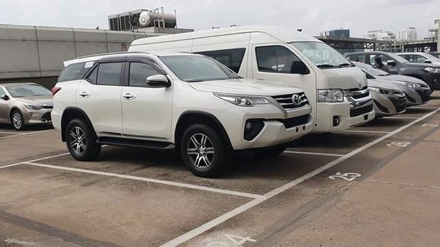 Thêm trăm triệu tiền phụ kiện, hãng xe Toyota xe Fortuner 2018 vẫn phân phối được hơn 900 xe trong 1 tháng - Ảnh 1.