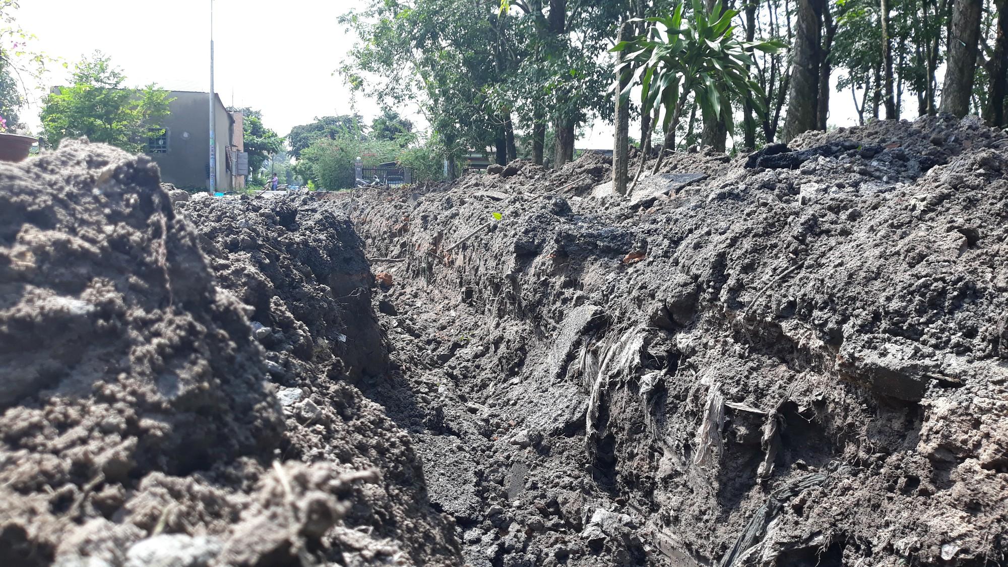 Vụ bỏ 200 triệu làm đường dân sinh: Đường nhựa đã bị phá nham nhở  - Ảnh 9.
