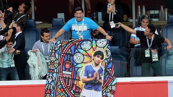 Chưa cống hiến được gì, Maradona đã đòi đội bóng mới cấp máy bay riêng - Ảnh 1.