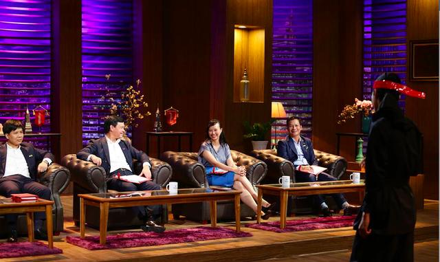 """Shark Linh nhịn cười, Shark Hưng, Shark Dzung bày tỏ thái độ ức chế trước phần trình bày của startup cho rằng mình hơn hẳn Flappy Bird, tham vọng xây dựng đế chế tỷ USD vì địa cầu """"không ai kiến trúc được bởi thế"""" - Ảnh 2."""