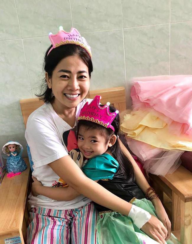 Nụ cười ngây thơ hạnh phúc của bé Lavie sau khi mẹ Mai Phương được xuất viện về nhà - Ảnh 2.