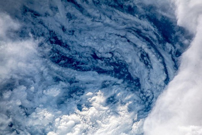 Ảnh vệ tinh thể hiện sức mạnh hủy diệt của Florence, siêu bão to bằng cả một bang Mỹ - Ảnh 5.