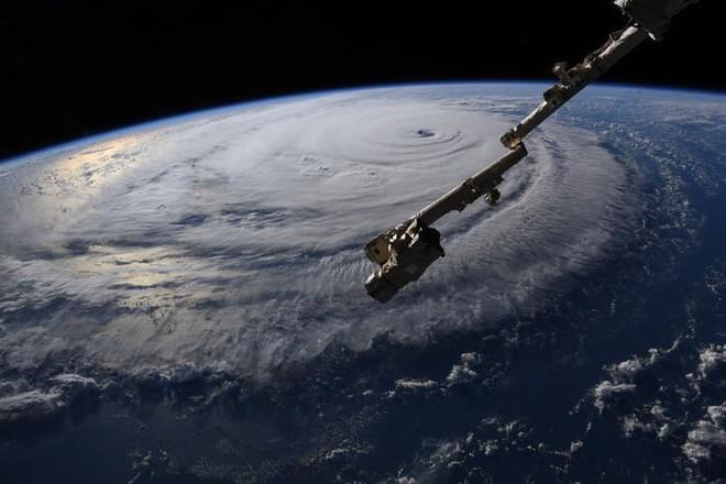 Ảnh vệ tinh thể hiện sức mạnh hủy diệt của Florence, siêu bão to bằng cả một bang Mỹ - Ảnh 7.