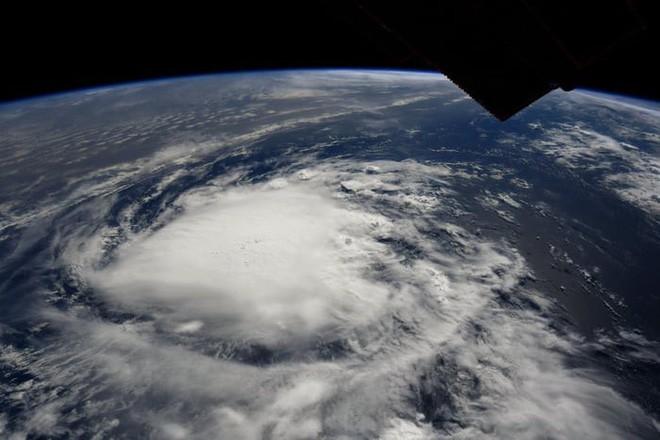 Ảnh vệ tinh thể hiện sức mạnh hủy diệt của Florence, siêu bão to bằng cả một bang Mỹ - Ảnh 10.